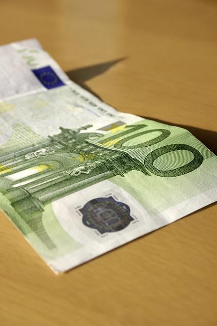 Сто евра, фото: Pixabay.com, Markus Spiske