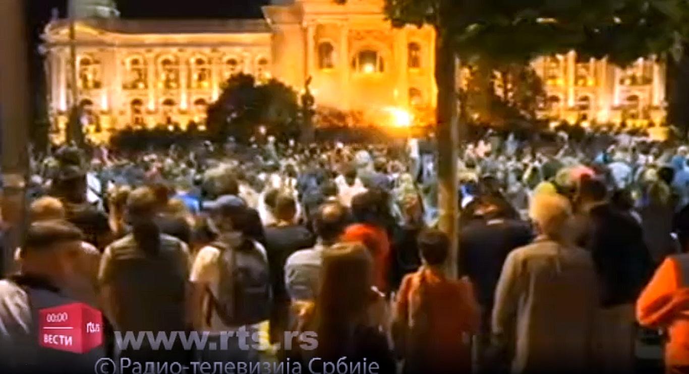 Незадовољни грађани протествовали испред Скупштине Србије