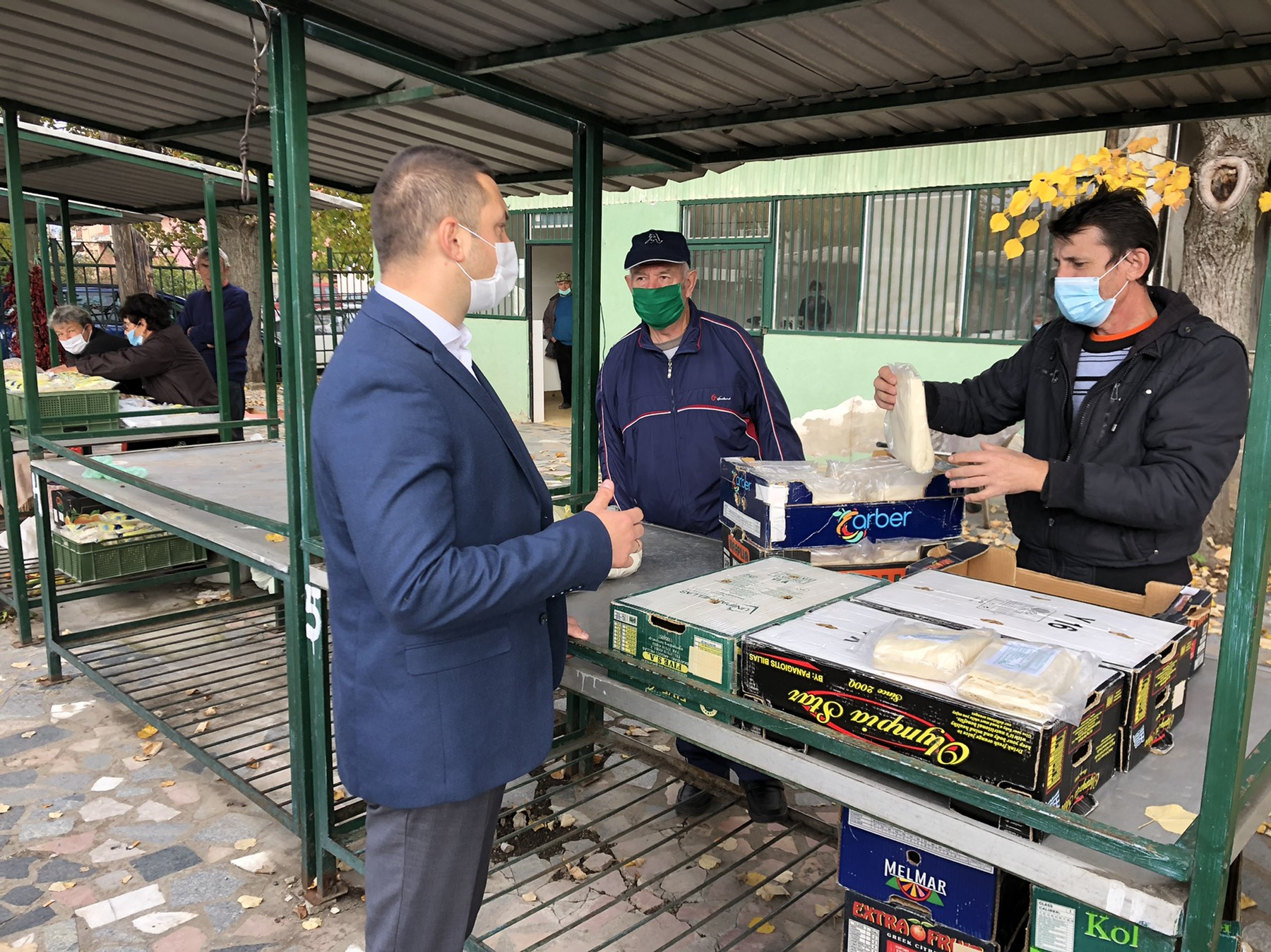Општинско руководство у Сврљигу обилази зелену пијацу и даје препоруке грађанима
