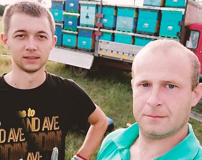 Ветеринари и страствени љубитељи пчела и пчеларства Милош и Горан (десно)